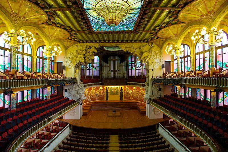 Дворец каталонской музыки единственный в Европе имеет естественное освещение