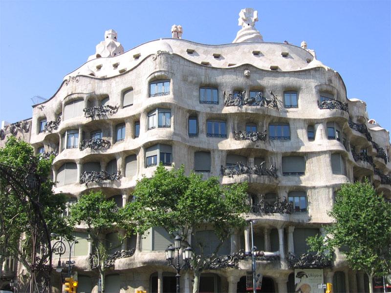 Оригинальный дизайн дома Мила дополняется уникальными архитектурными решениями