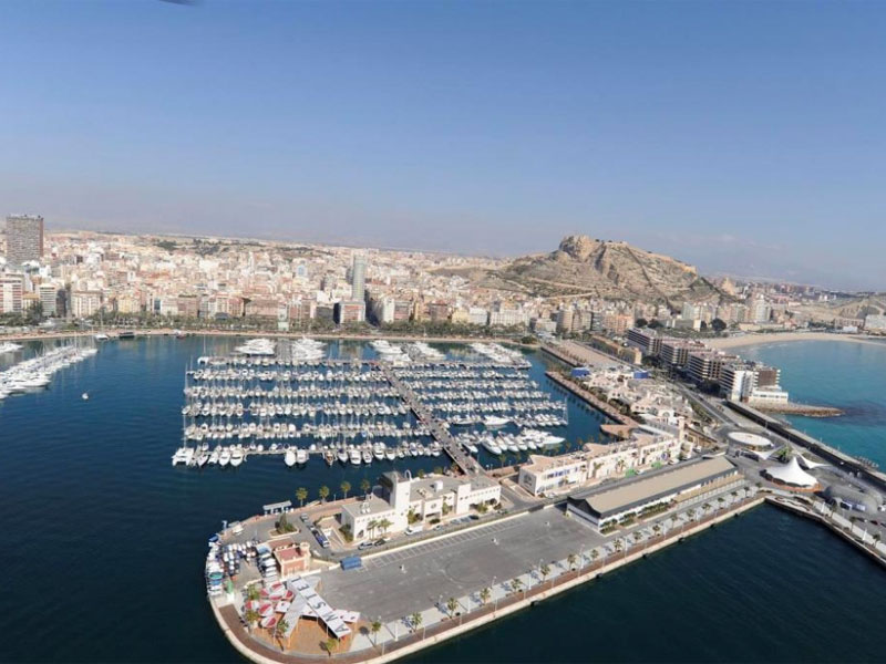 Аренда яхты в Испании - популярная услуга среди отдыхающих здесь туристов