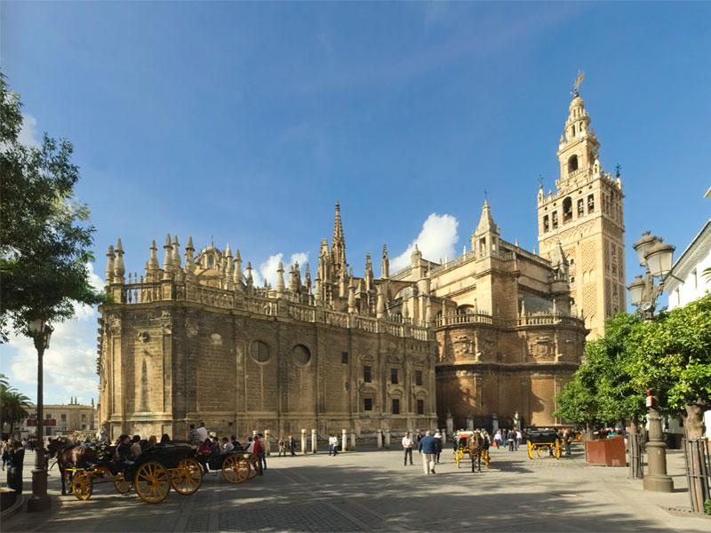 Севильский кафедральный собор - крупнейшая готическая церковь в Европе